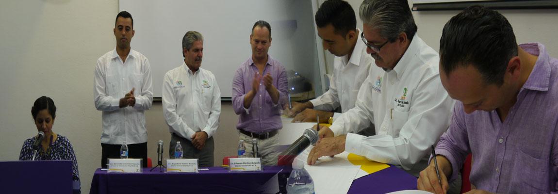 Director General del CECYTE de B.C.S. en firma de convenio con Lic. Eduardo Martínez Salgado Director General del CRIT en B.C.S. en favor de los jóvenes estudiantes del Colegio.